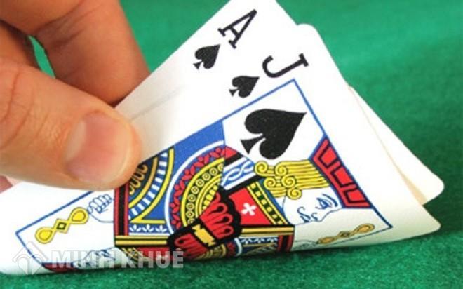Nằm mơ thấy đánh bài là điềm gì, đánh con gì?