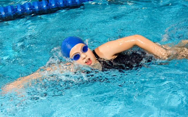 Mơ thấy bơi lội