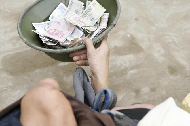 Mơ thấy người xin tiền