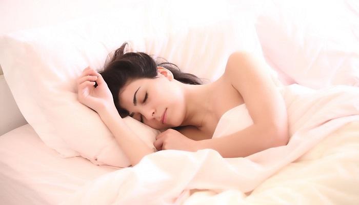 Cảm giác như có ai đó chạm vào mình trong khi ngủ là điềm báo gì?