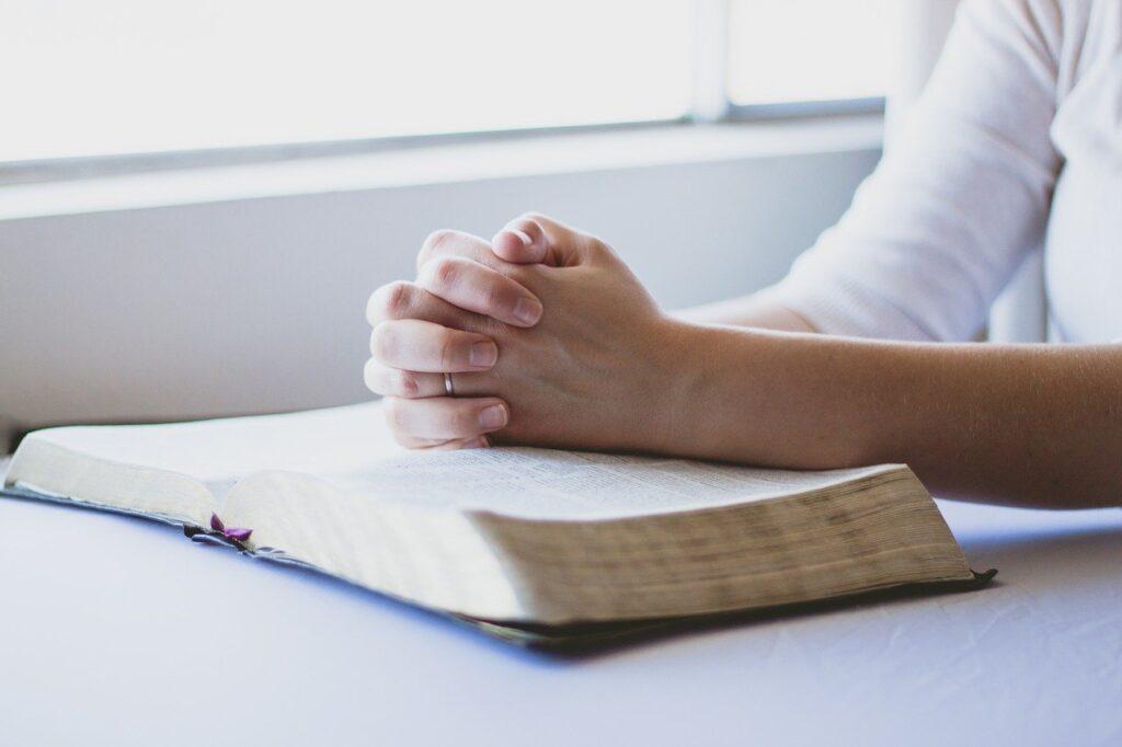 Mơ thấy mình đang cầu nguyện là điềm báo gì?